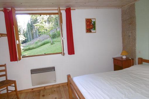 la chambre du gîte L'orée du bois avec vue sur le parc
